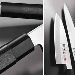 Le lame della serie KAI Seki Magoroku Kinju e Hekiju Blade utilizzano tecnologie esclusive che consentono di realizzare sofisticati e affilati angoli di taglio. Quelle della serie Kinju sono adatte ai destri, le 2 lame della serie Hekiju, invece, sono adatte ai mancini. L'impugnatura esagonale del coltello Kinju è realizzata in legno naturale di alta qualità trattato con un processo speciale, estremamente resistente all'acqua. Progettato per le persone mancine, il manico del coltello Hekiju è più arrotondato rispetto alla serie Kinju ed è realizzato in una robusta resina con goffratura simile al cuoio. Scopri di più sul nostro shop online https://bit.ly/3nWYSgr